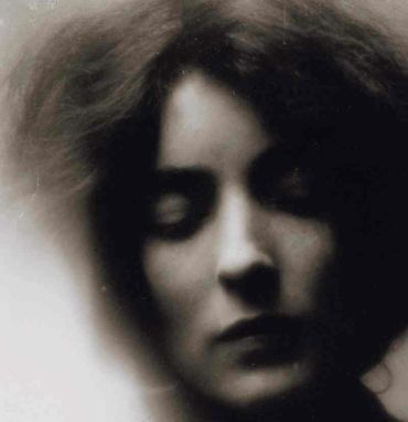 Mina Loy, 1909. Photo by Stephen Haweis.
